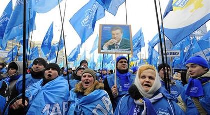 В Днепропетровске на провласный митинг вышли 10 тысяч человек