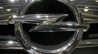 Opel работает над фарами, отслеживающими взгляд водителя