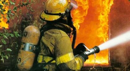 В Киеве на Артема горит отселенный дом